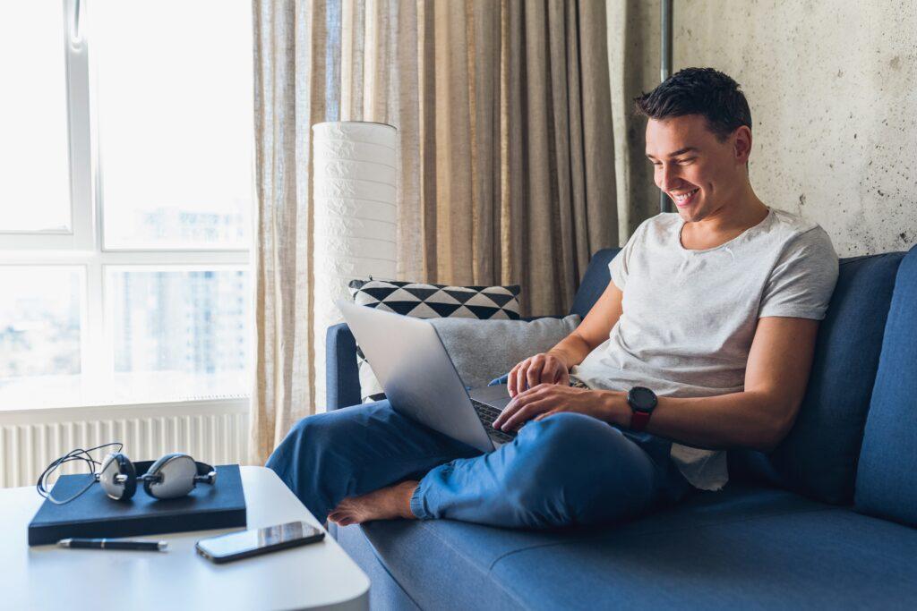 arrondir fins de mois business en ligne homme chez lui
